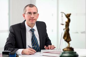 Bei einer Abmahnung wegen Filesharing kann ein Anwalt weiterhelfen.
