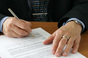 Eine Abmahnung enthält oft eine Unterlassungserklärung.
