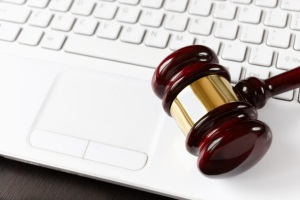 Ein Download über Deluge kann rechtliche Konsequenzen haben.