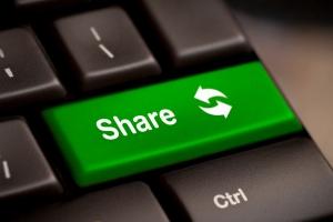 Beim Filesharing werden über das Internet Musik, Filme und Software verbreitet.