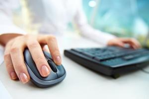 Bei Verstößen gegen das Internetrecht können Abmahnungen drohen.