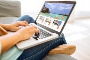 Online: File Hosting speichert Daten auf einem Server oder in einer Cloud.
