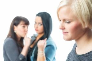 Strafbewehrte Unterlassungserklärung: Auch bei Beleidigung oder Mobbing können Sie die Abgabe fordern.