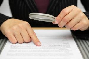 Bevor Sie eine Unterlassungserklärung unterschreiben, sollten Sie diese genau prüfen.