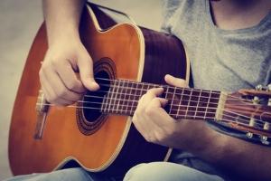 Eine Urheberrechtsverletzung kann bei Songs oder Bildern vorliegen.
