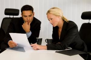 Ein Anwalt kann den Vordruck für eine Unterlassungserklärung umfassend prüfen.