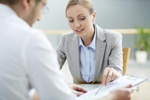Ob ein Widerspruch bei einer Abmahnung sinnvoll ist, sollten Sie mit einem Rechtsanwalt abwägen.